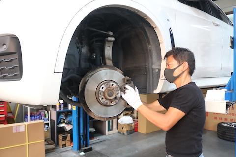 輸入車ホイール汚れ対策、整備費用削減するならダストレスパッド!