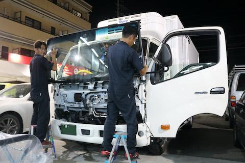 新型トラックでも社外品ガラスの対応あります!