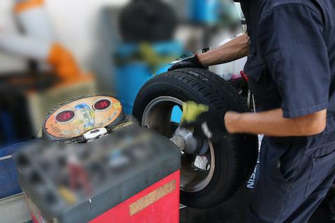 タイヤのパンクの対処方法!ただしく判断が大事です!