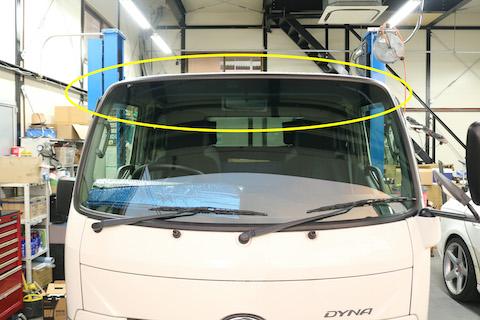 トラックのフロントガラス交換も輸入ガラスでコストダウン!