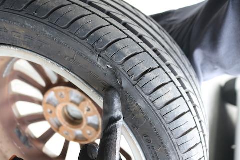 タイヤは予期せぬ時にパンクします!  どうすれば良いか?  対処方法をご説明します!