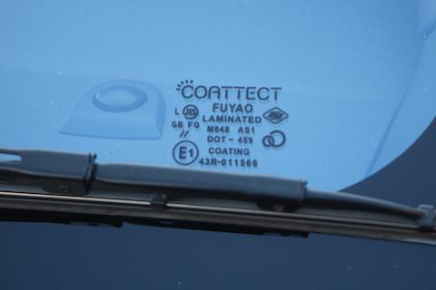 フロントガラスをコートテクトに交換、カメラ調整も一緒におこないます!