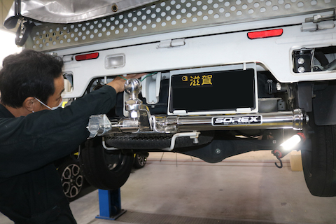 ミニキャブの軽トラックにヒッチメンバー取付し、トレーラーけん引仕様!
