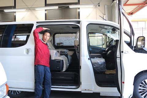 トヨタの新車販売、グランエース納車しました!