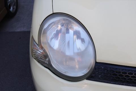 プロが磨く!車のヘッドライトの黄ばみや白ボケを除去!