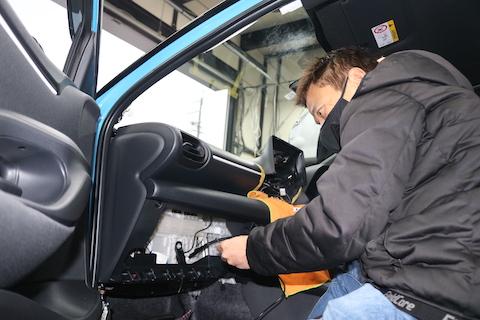 新車ヤリス納車!販売からメンテナンスなどカーライフをサポートします。
