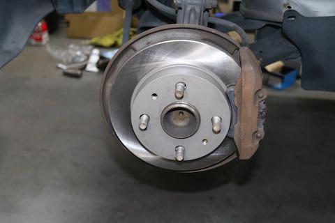 国産車もブレーキローターは削れて交換が必要です!
