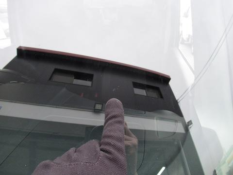 ヘコミ修理とフロントガラス修理を同時施工が可能!
