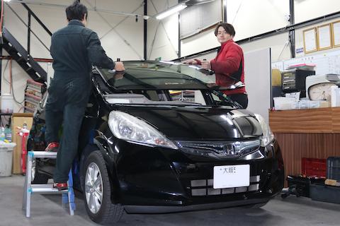 中国製の車のフロントガラスは想像以上に高品質!純正も製造する品質!