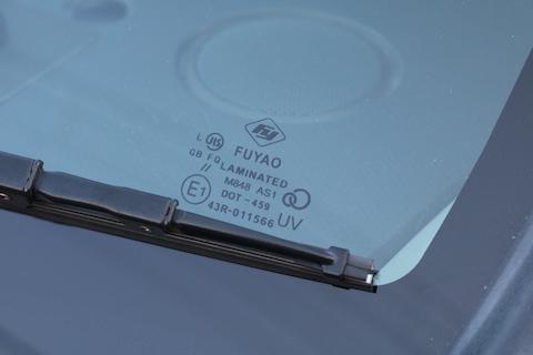 フロントガラス交換は、1/3の価格でお得な社外品がオススメ!