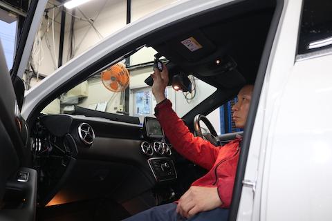 ベンツ車検で定期点検とドライブレコーダー取付のご依頼