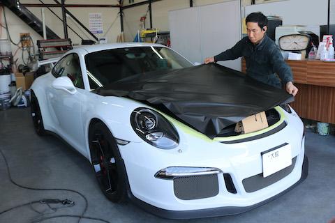 スポーツカーに良く似合うカーボンブラックラッピング