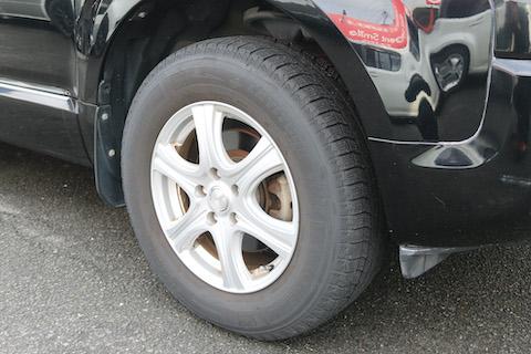 タイヤ交換でドレスアップ、SUVに似合うグラントレック!