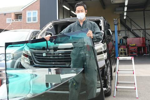 青色のフロントガラスでドレスアップ、車検に合格します!