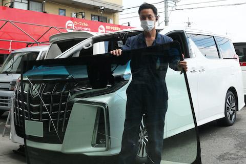 車両保険でフロントガラス交換の対応可能!