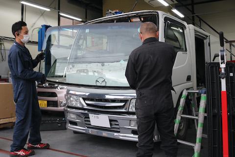 トラックのフロントガラス交換も社外品ガラスで対応可能!