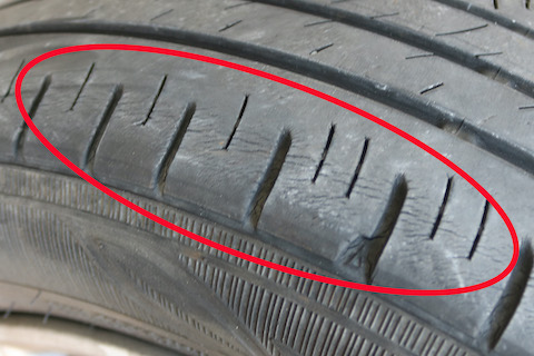 タイヤ溝にあっても経年劣化で交換が必要です!