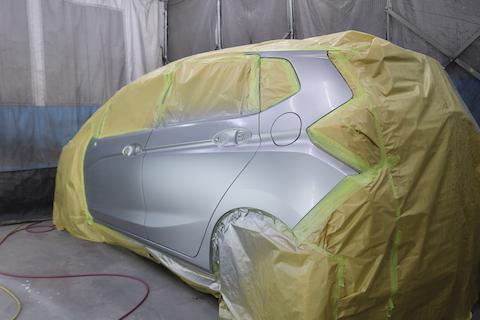 車のコスリ傷は塗装で綺麗に復活!