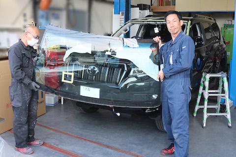 車両保険でフロントガラス交換、手間なやりとり一括対応します!