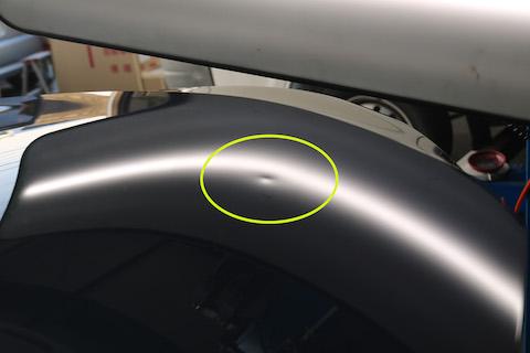 フロントガラス傷修理とヘコミ修理の両方を自社施工で解決!