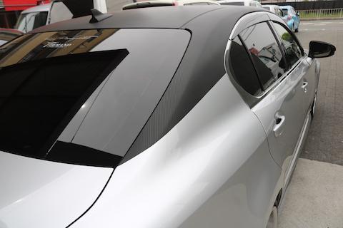 人気のツートンカラー、愛車をカーラッピングでデザイン可能!