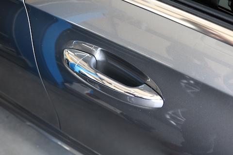 車のメッキモール、塗装よりカーラッピングがオススメの理由!