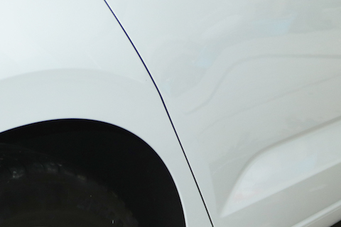 輸入車のこすり傷の修理代、部品を再生して費用削減!
