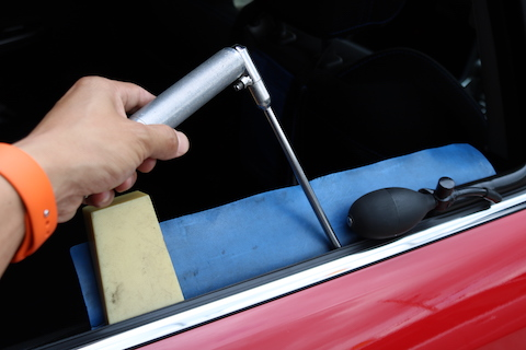 レヴォーグのドアのヘコミ修理をお昼休憩で直せます!