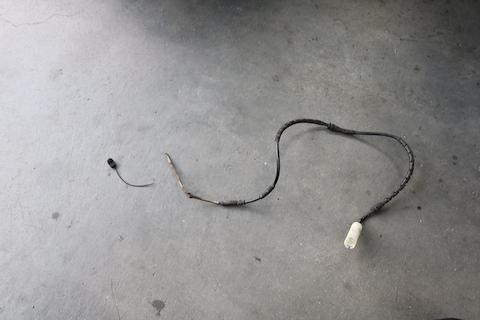 サイドブレーキランプが消えない時は点検・修理が必要です!