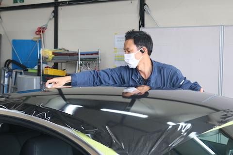 BMWのルーフをグロスカーボンブラックラッピング!