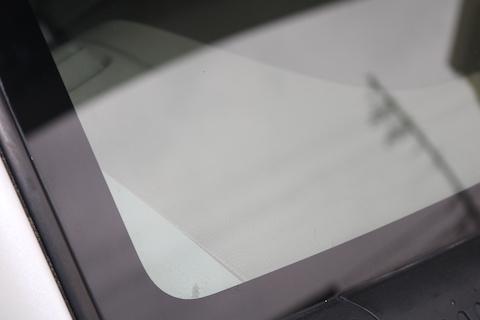 車のガラスのウロコ取り除去して、視界がスッキリします!