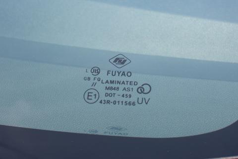 フロントガラスのヒビ割れは大きさで車検不合格!格安交換をご用意
