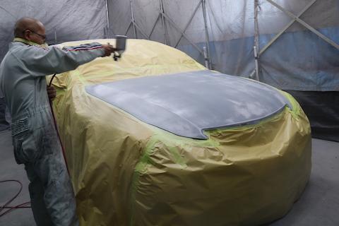 ボンネットに飛び石被害でヘコミや傷。塗装で再生修理!