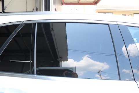 車の暑さ対策はカーフィルムで断熱!プライバシーも保護!