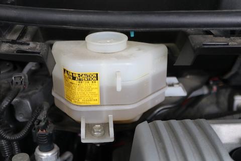 プリウスαの定期点検・車検整備、タイヤやブレーキフルード交換