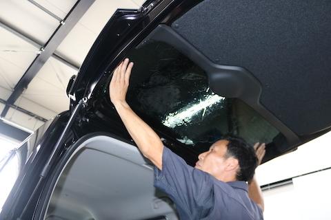 車内を見えない様にプライバシー保護するカーフィルム