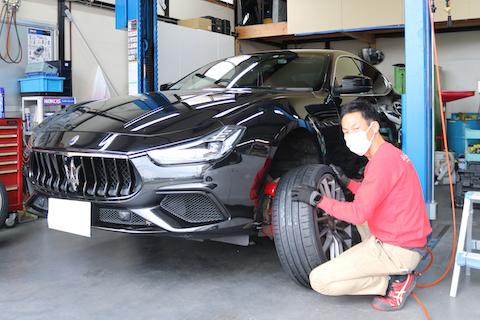マセラティのタイヤ交換。MGT専用タイヤをお安くご用意!