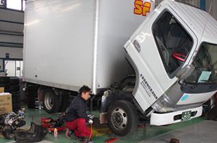 トラックの重整備